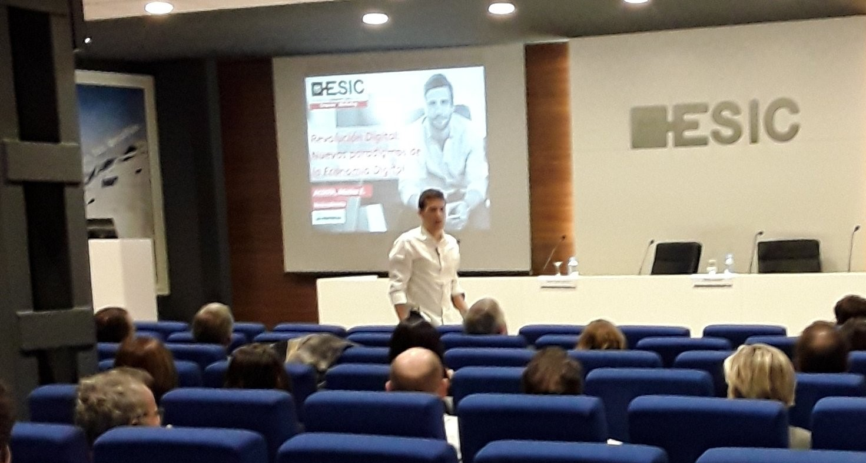Matías Acosta durante la conferencia