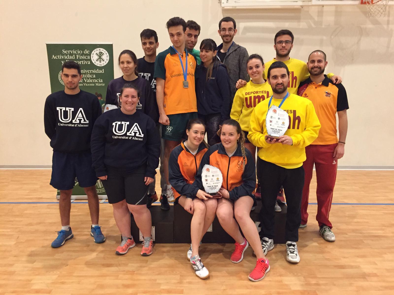 Carolina Enguix junto con otras selecciones universitarias