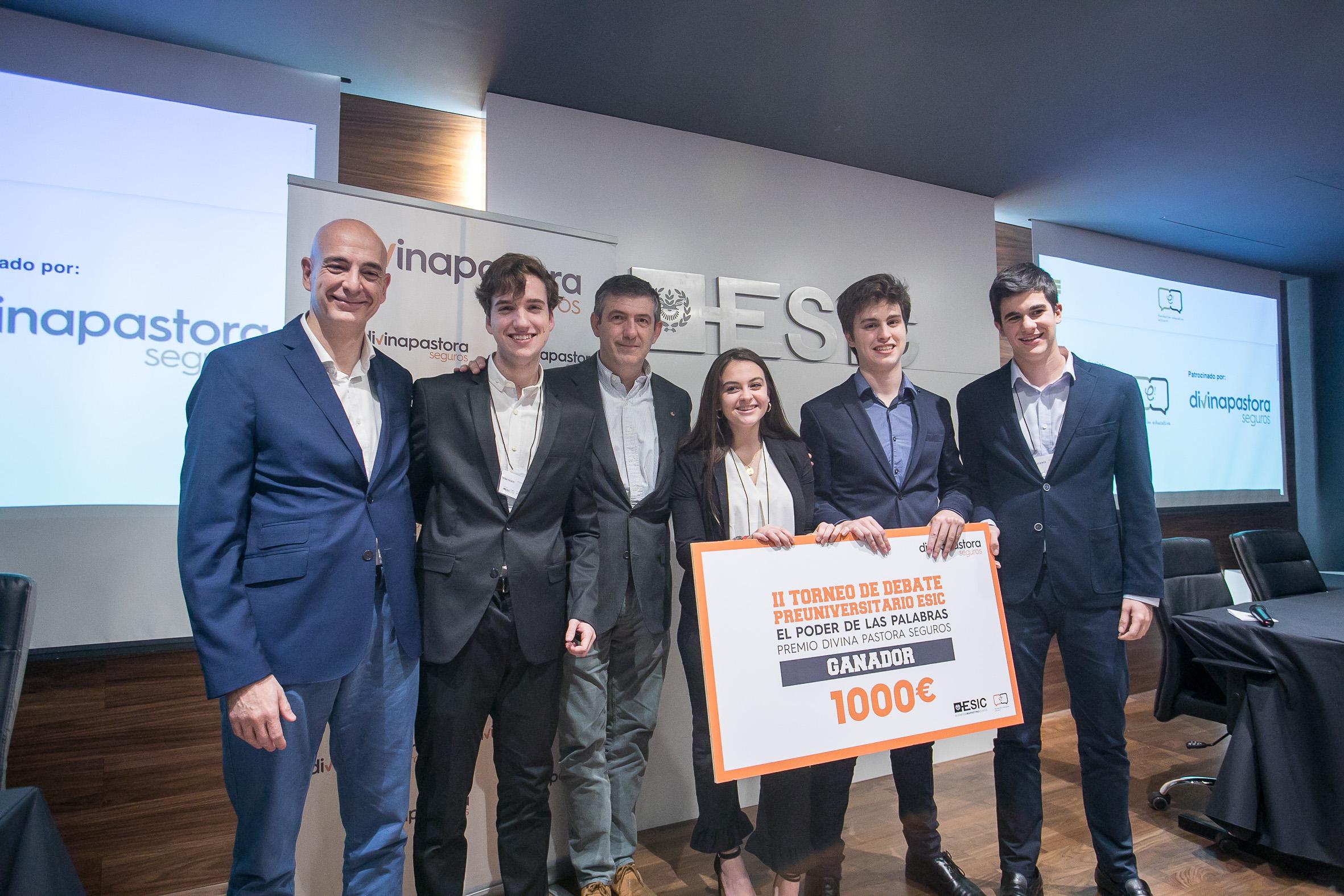 Ganadores del II Torneo de Debate Preuniversitario