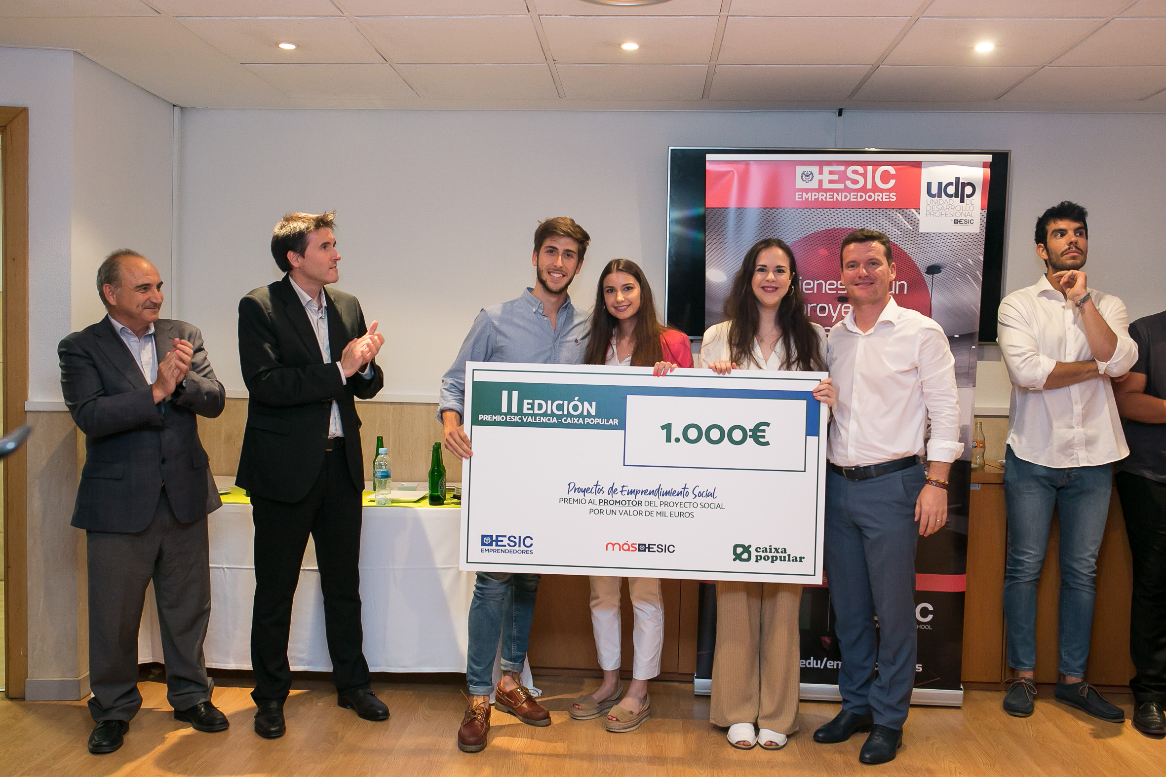 Alumnos reciben el Premio Mejor Proyecto Emprendimiento Social